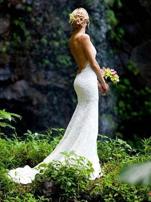Sheath/Column V-neck Lace Spaghetti Straps Sleeveless Court Train Wedding Dresses