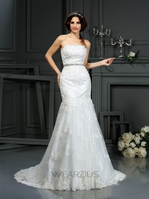 Trumpet/Mermaid Sleeveless Strapless Beading Lace Court Train Wedding Dresses