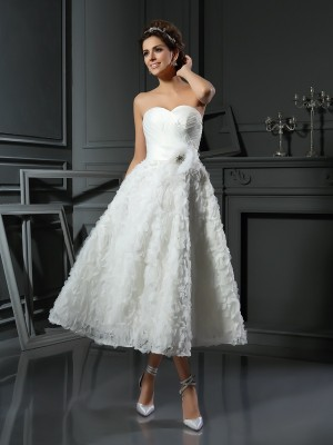 A-Line/Princess Sweetheart Sleeveless Satin Tea-Length Bowknot Wedding Dresses