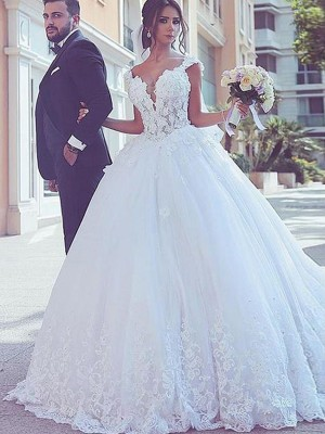 Sweep/Brush Train Ball Gown Sweetheart Tulle Sleeveless Lace Wedding Dresses